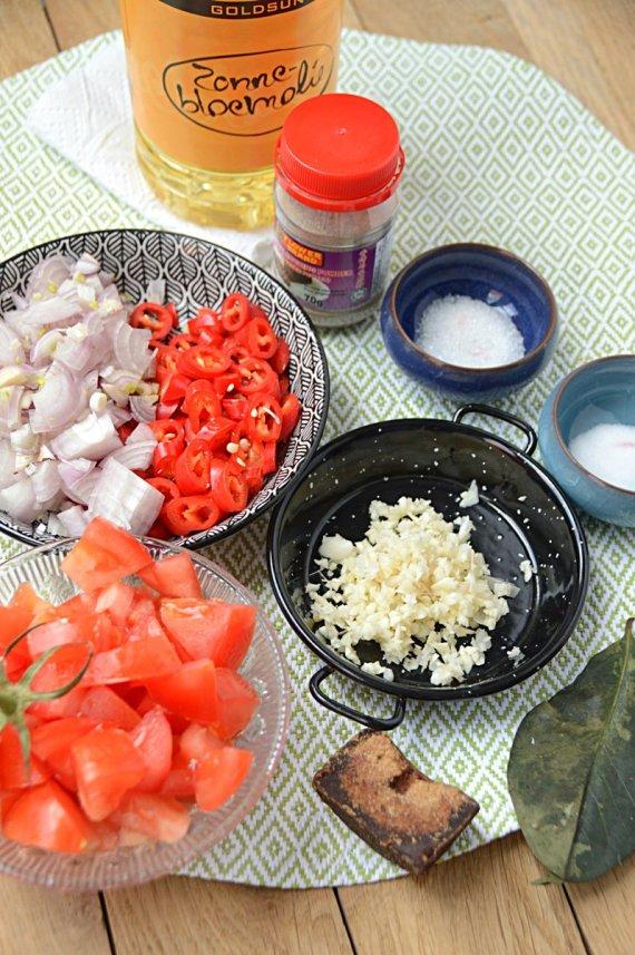 Voorbereidingen- sambal- goreng- telor