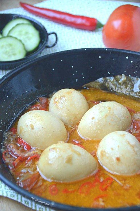 Sambal- goreng- telor, -heerlijk- in- een- pittig -cocossausje
